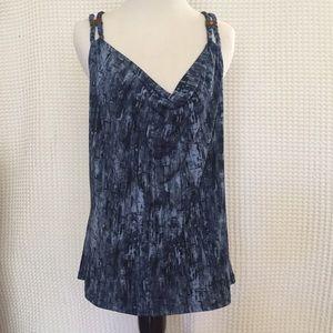 Lady's sleeveless top
